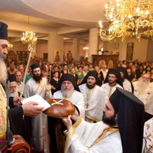Κοσμοσυρροή στην Παναγία Δοβρά της Βέροιας για τον Αγιο Λουκά τον Ιατρό