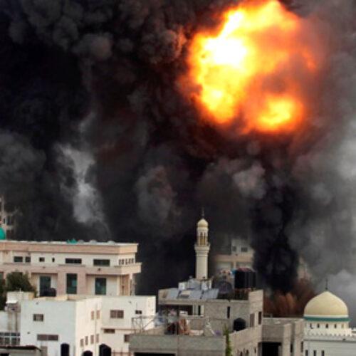Κατά χιλιάδες εγκαταλείπουν τα σπίτια τους στη Λωρίδα της Γάζας