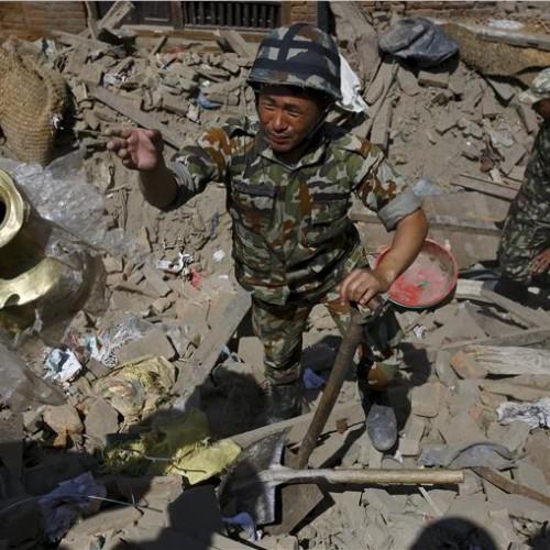 Ξεπερνούν τους 3.600 οι νεκροί στο Νεπάλ, φτάνουν ξένοι διασώστες