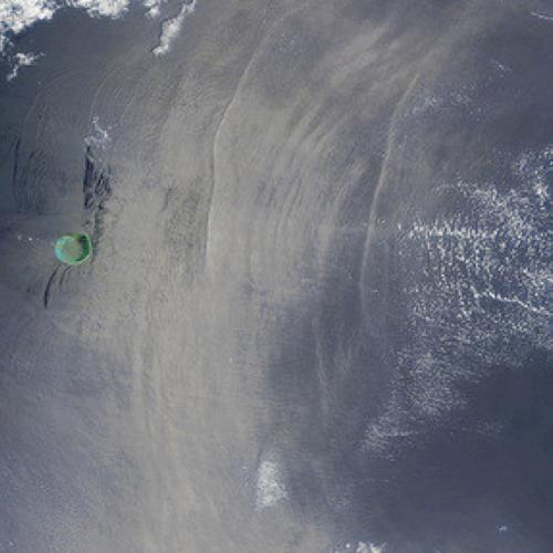 Τα μεγαλύτερα υποθαλάσσια κύματα στη Γη μετακινούν τη Σελήνη