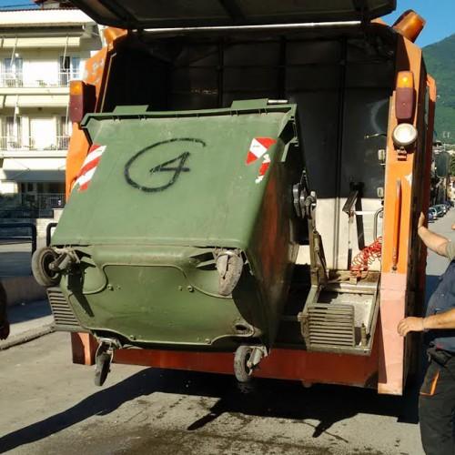 Σε καθαρισμό όλων των κάδων απορριμμάτων και ανακύκλωσης προχωρά ο Δήμος Νάουσας
