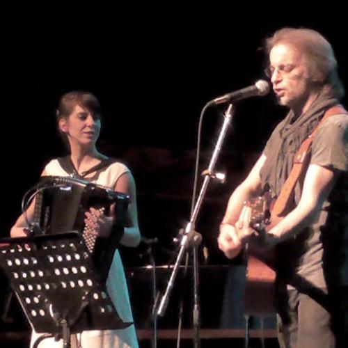 Ο μουσικός «πλουραλισμός» και ο λυρισμός της απλότητας, επί σκηνής