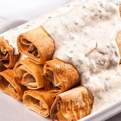 Μπουρεκάκια με κιμά και σάλτσα γιαούρτι