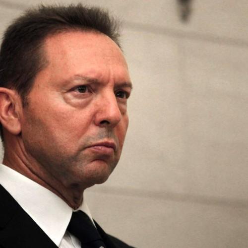 Ο Στουρνάρας διαμηνύει στην κυβερνηση πως θα καταστρέψει την χώρα και η κυβέρνηση τον κοιτάει