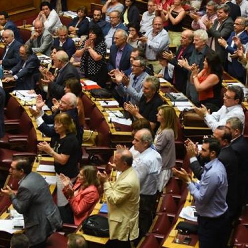Πολιτικές εξελίξεις πυροδοτούν οι βαριές απώλειες του ΣΥΡΙΖΑ στην ψηφοφορία- 38 κυβερνητικοί βουλευτές είπαν όχι ή παρών