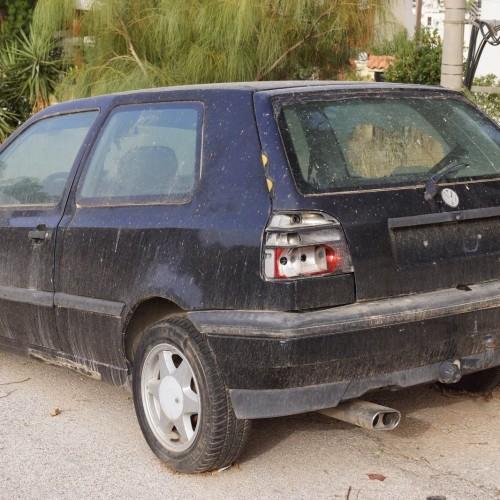 Περισυλλογή εγκαταλελειμμένων αυτοκινήτων  στη Νάουσα
