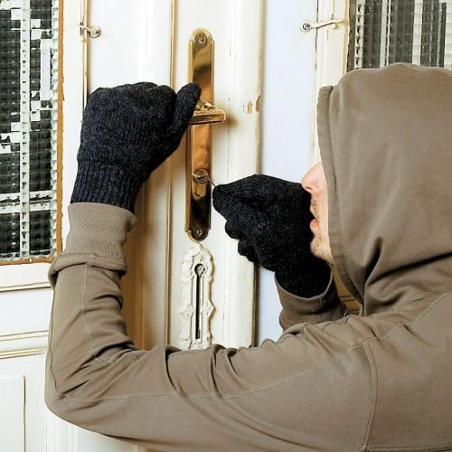 Διέρρηξε οικία στη Βέροια και συνελήφθη. Αναζητούνται οι συνεργοί