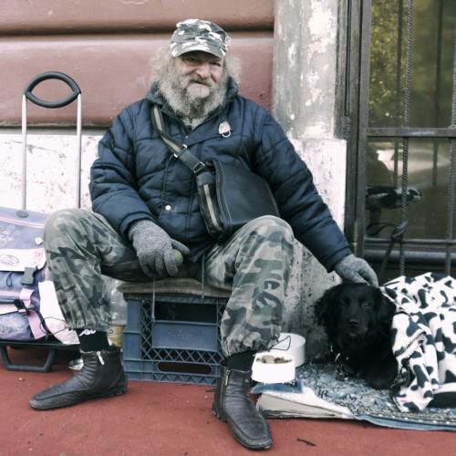La Stampa: Χρήματα για   τους πρόσφυγες συγκέντρωσαν άστεγοι πολίτες στο Τορίνο της Ιταλίας