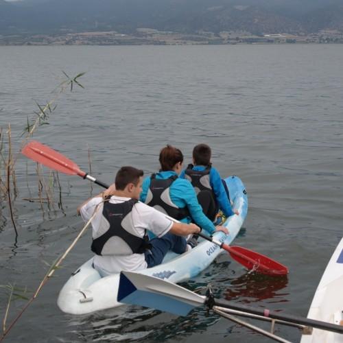 """Δράση γνωριμίας με το νερό,  στη λίμνη Βόλβη, ατόμων με αναπηρίες - Συμμετείχε   η """"Πρωτοβουλία για το Παιδί"""""""