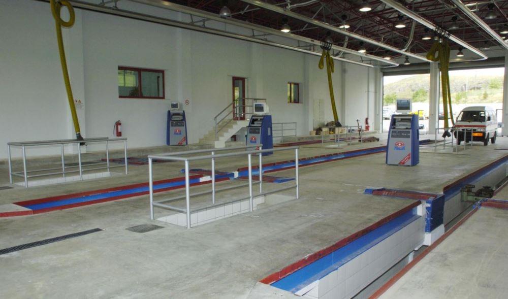 Ο Υπουργός Μεταφορών μετέβη στο νέο ΚΤΕΟ στην περιοχή της Κατσικάς Ιωαννίνων όπου και το εγκαινίασε. Στα εγκαίνια παρευρέθησαν τοπικοί άρχοντες καθώς και εργαζόμενοι του ΚΤΕΟ. Πέμπτη 17 Μαίου 2007 . ΑΠΕ /ΠΑΠΠΑ  ΠΑΡΑΣΚΕΥΗ