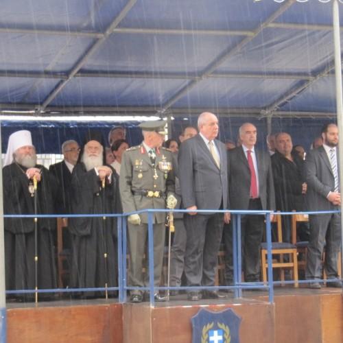 Με βροχή, Τ. Κουίκ και Β. Μεϊμαράκη, η παρέλαση των Ελευθερίων στη Βέροια