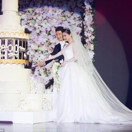 Απ' τα... θαύματα της κρίσης. Γάμος 20 εκατ. δολαρίων!