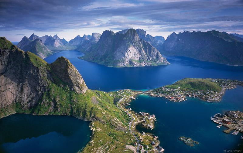 norvigia-nisia-lofoten-arktikos-kiklos-ekei-opou-o-ilios-den-diei-i-den-anateilei