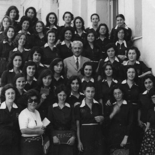 Το κουδούνι χτυπά για τις τελειόφοιτες του 1975 των Α΄ και Β΄ Γυμνασίων Θηλέων της Βέροιας. Το Σάββατο 31 Οκτωβρίου 2015