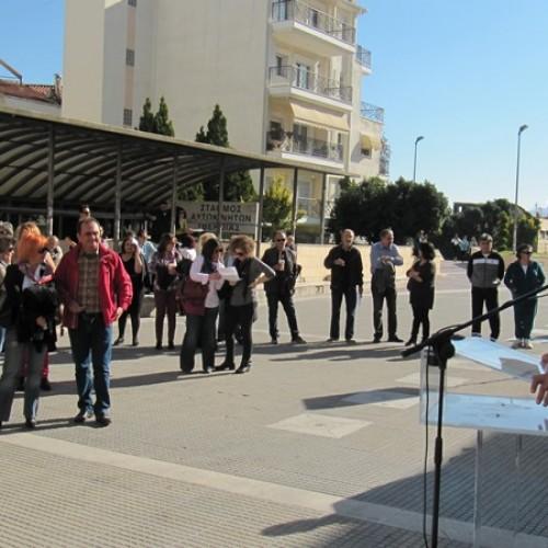 Μικρή η συμμετοχή στην απεργιακή συγκέντρωση των Δημοσιοϋπαλληλικών οργανώσεων στην Πλατεία Δημαρχείου, στη Βέροια - Φωτορεπορτάζ