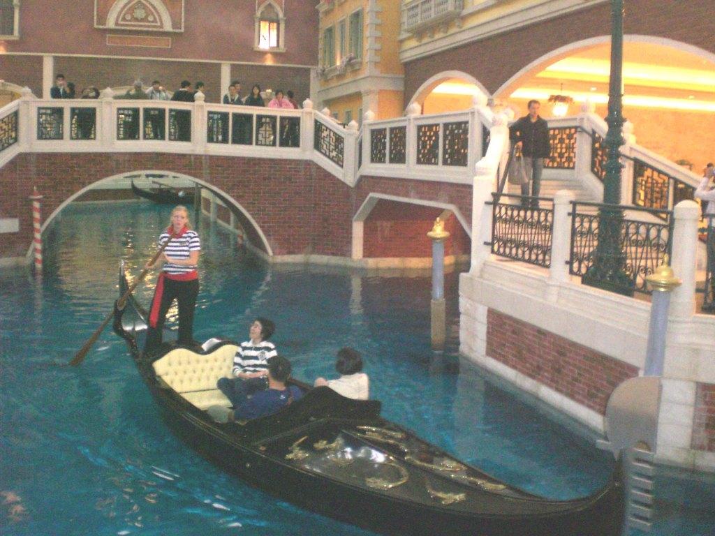 Macau_Venetian_Macao_Gondola_Singer