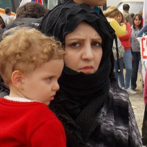 Εργατικό Κέντρο Νάουσας και Ομάδα Γυναικών της ΟΓΕ χάρισαν χαμόγελο στα θλιμμένα πρόσωπα των προσφύγων, στην Ειδομένη