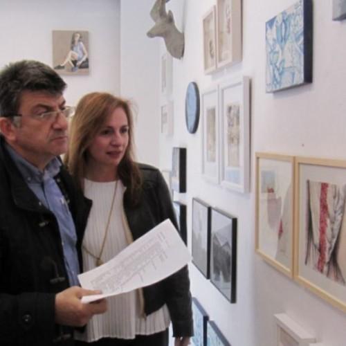 """Ποικιλία ύφους, θεμάτων, χρωμάτων και τεχνικών στην """"έκθεση μικρής φόρμας"""" της Γκαλερί Παπατζίκου στη Βέροια"""