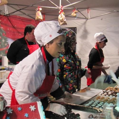 Με χαμογελαστά τα πρόσωπα μικρών και μεγάλων ξεκίνησε η 2η «Γιορτή Σοκολάτας», στη Βέροια