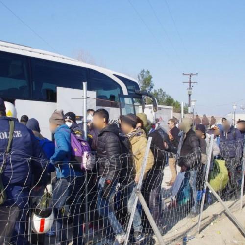 Μεταφέρθηκαν με αστυνομική επιχείρηση οι μετανάστες από την Ειδομένη στην Αθήνα