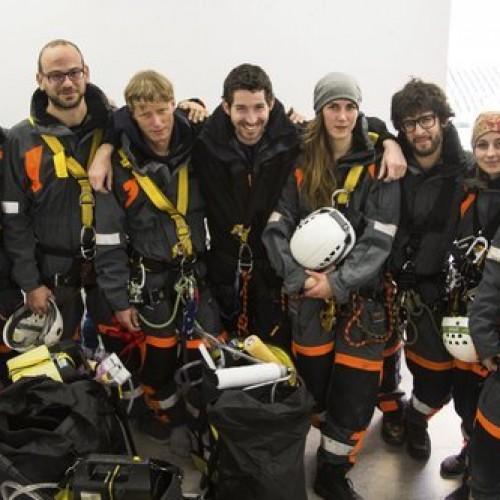 Συνελήφθησαν έπειτα από 14 ώρες στην κορυφή του πύργου ψύξης του ΑΗΣ Αγίου Δημητρίου οι 10 ακτιβιστές –  Εντυπωσιακές φωτογραφίες