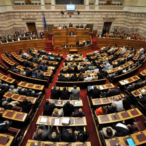 """Χωρίς εκπλήξεις, με 153 """"ναι"""",  ψηφίστηκε από τους βουλευτές της συγκυβέρνησης ο προϋπολογισμός  - Video"""