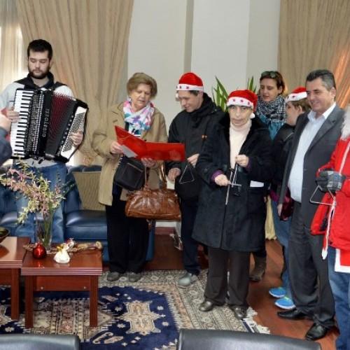Τα χριστουγεννιάτικα κάλαντα έψαλλαν στον αντιπεριφερειάρχη Ημαθίας Κώστα Καλαϊτζίδη