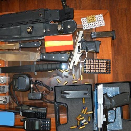 Συνελήφθη στα Γιαννιτσά για παράνομη οπλοκατοχή - Κατείχε πιστόλια, φυσίγγια, ασύρματους πομποδέκτες και μαχαίρια