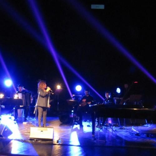 Γιώτα Νέγκα και Θέμης Καραμουρατίδης σε μια μουσική παράσταση αξιώσεων, στη Βέροια