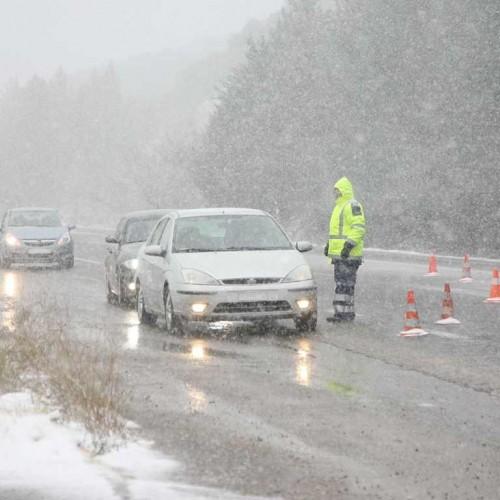 Ισχυρές βροχές και καταιγίδες αλλά και χιονοπτώσεις σύμφωνα με έκτακτο δελτίο της ΕΜΥ