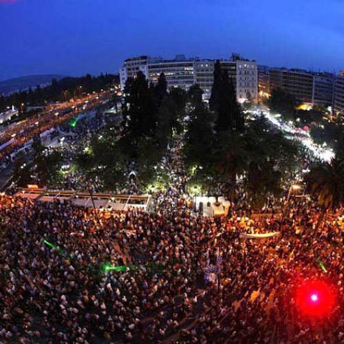 """""""Η κρίση θα σταματήσει αυτόματα όταν ξεσηκωθεί η κοινωνία"""" του Πέτρου Χασάπη"""
