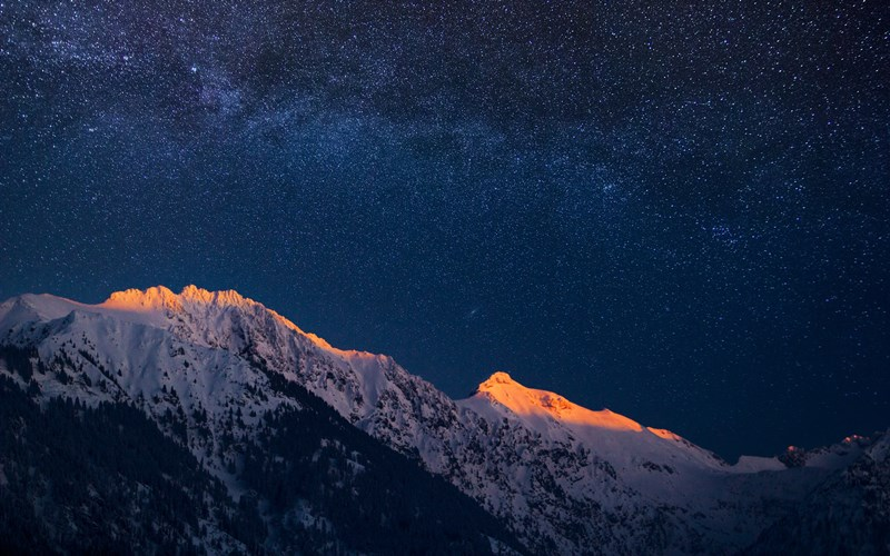 mountains-and-a-night-sky