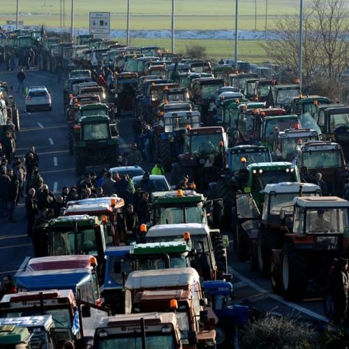 Όλα τα μπλόκα των αγροτών. Κλειστά επ' αόριστον τα Τέμπη -  Μπλόκο  στο αεροδρόμιο «Μακεδονία»
