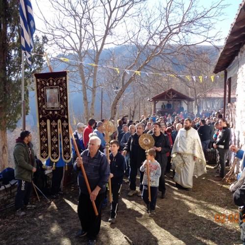 """Στο εξωκλήσι της Υπαπαντής, στη Νάουσα, η ορειβατική ομάδα Βέροιας """"Τοτός"""" - photo"""