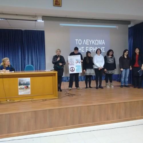 """Οι βραβεύσεις των μαθητών που διακρίθηκαν στο λογοτεχνικό διαγωνισμό με θέμα """"προσφυγιά και μετανάστευση"""", από τον Σ.Φ.Π"""