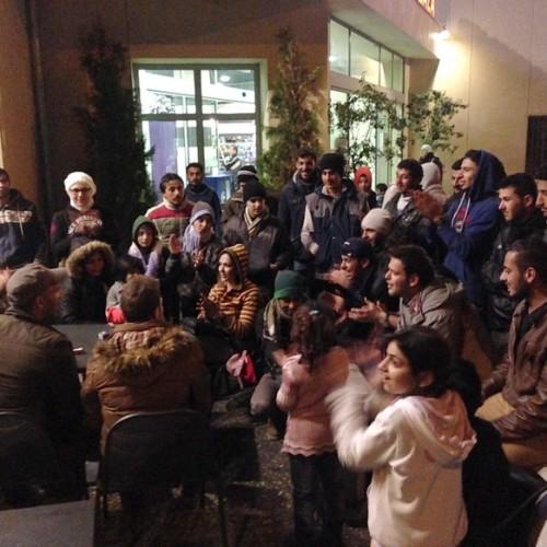 Δίπλα στους πρόσφυγες, στον ΣΕΑ Πλατάνου, η Αντιφασιστική Πρωτοβουλία και η Θεατρική Ομάδα Αλεξάνδρειας