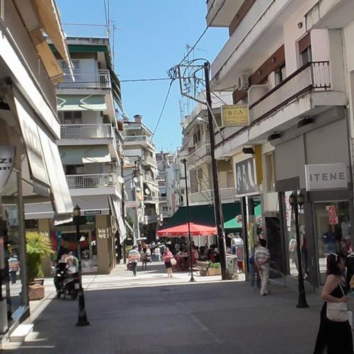 """Βεσυρόπουλος: """"Η κυβέρνηση του κ. Τσίπρα στέγνωσε την αγορά"""""""