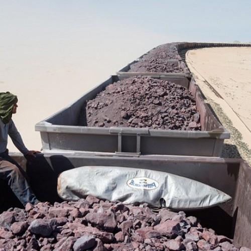 Ταξίδι στη Σαχάρα πάνω σε ένα από τα μεγαλύτερα τρένα του κόσμου - Εντυπωσιακές φωτογραφίες