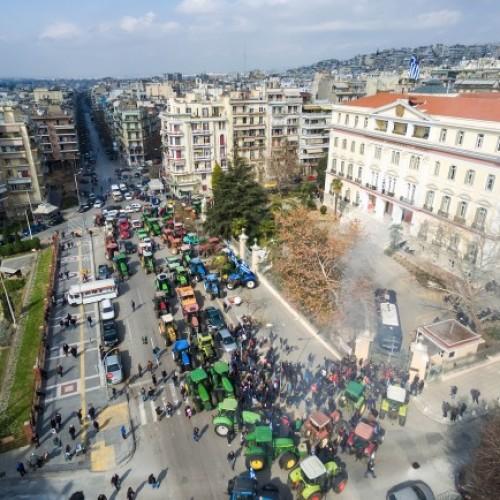 Οι αγρότες της Βόρειας Ελλάδας  μπήκαν με τα τρακτέρ στη Θεσσαλονίκη  -  Όλα τα μπλόκα της Μακεδονίας (photo - video)