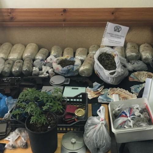 Εξαρθρώθηκε εγκληματική οργάνωση που διακινούσε μεγάλες ποσότητες κάνναβης - Συνελήφθησαν 16 μέλη της
