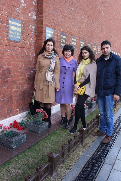 Νεαροί Πόντιοι τιμούν τον Β. Κ. Τριανταφύλλωφ πρόσφατα