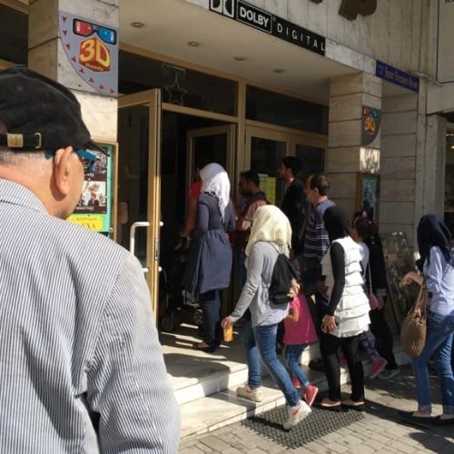 Πρόσφυγες, κυρίως παιδιά, στον κινηματογράφο ΣΤΑΡ στη Βέροια σε προβολή ταινίας