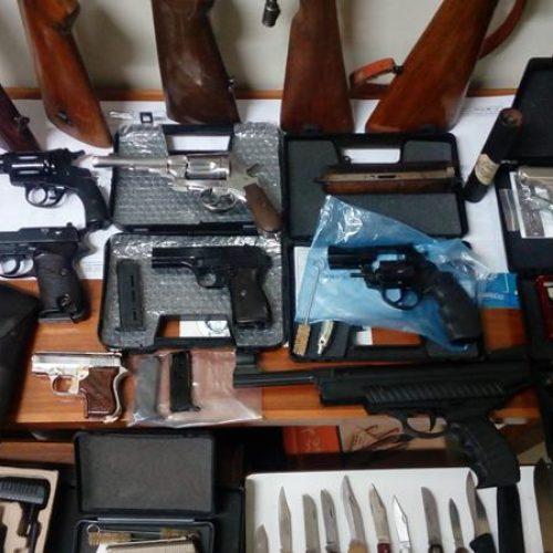 Συνελήφθη γιατί στην κατοχή του βρέθηκε μεγάλος αριθμός όπλων και πυρομαχικών