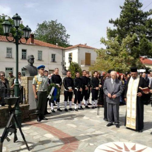 """Εκπρόσωπος  της """"Εστίας Βοϊωτών  και Δυτικομακεδόνων  Βέροιας"""" στο  μνημόσυνο των πεσόντων   Μακεδονομάχων"""
