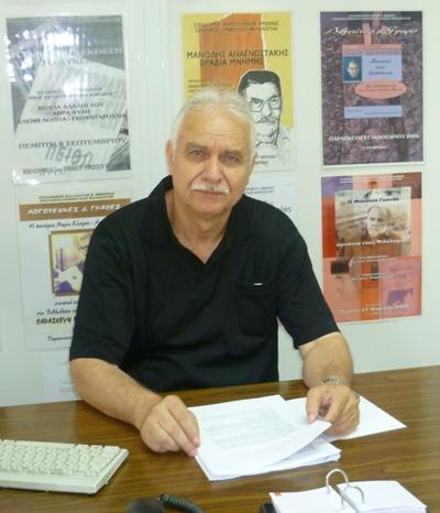 Ο σύμβουλος φιλολόγων στο γραφείο του, 2010