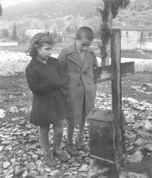 Παναγιώτης και Μαρία Σφουντούρη/Τα πεντάρφανα. Φωτογραφικό Αρχείο του Μουσείου Μπενάκη