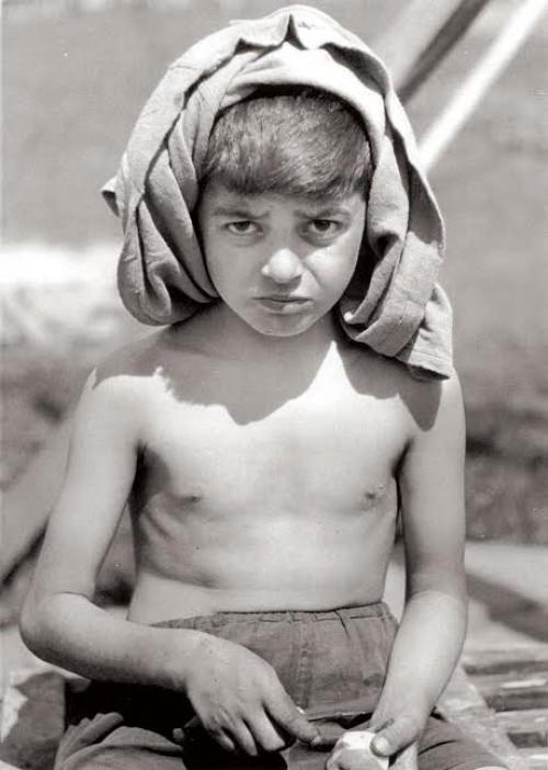 Ο μικρός Αργύρης Σφουντούρης που επέζησε της σφαγής