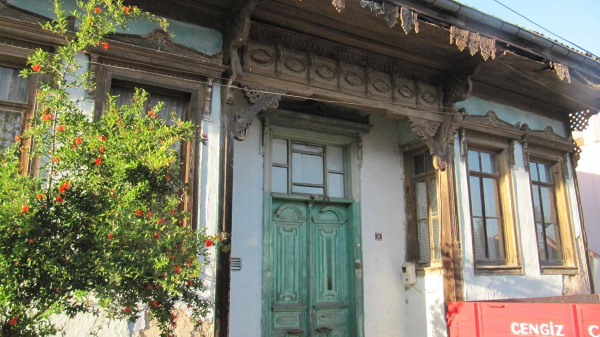 Κλειστή πόρτα στο Κάραγατσ όπου κατοικεί η μνήμη!