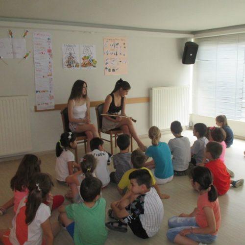 """Εύας Ιεροπούλου. """"Το μικρό σπίτι της Νίνας"""" απόλαυσαν οι μαθητές, στην Εύξεινο Λέσχη  Νάουσας"""