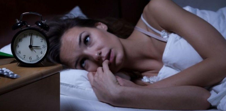 """""""Αυπνία: Όταν αγχωτικές σκέψεις δεν μας αφήνουν να κοιμηθούμε"""" του Παύλου Σακκά"""